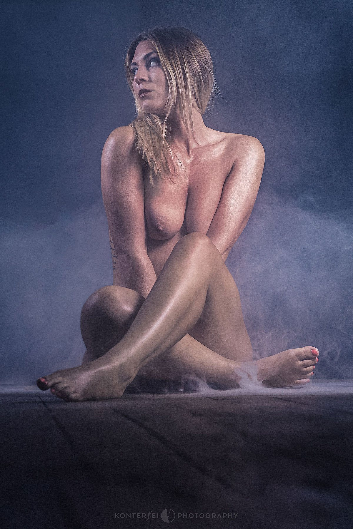 A Naked Girl on the Floor | Akt & Boudoir | Photography