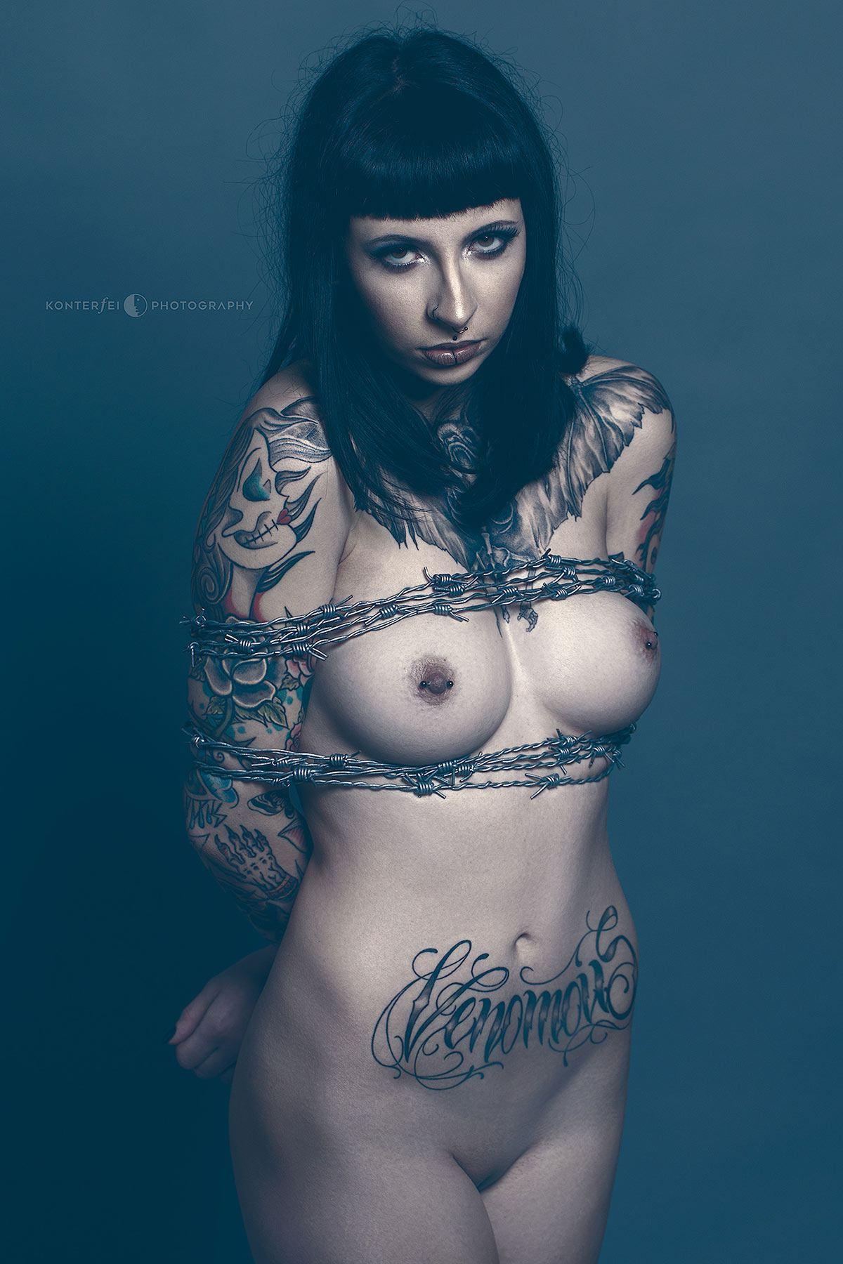 Venomous Bondage | Fetish | Photography